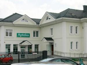 Budynek przychodni zdrowia i apteka w Kobyłce